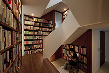 House in Musashiseki, Private House, View of the staircase, positioned in the center of the house, surrounded by bookshelves - 90000-10-1